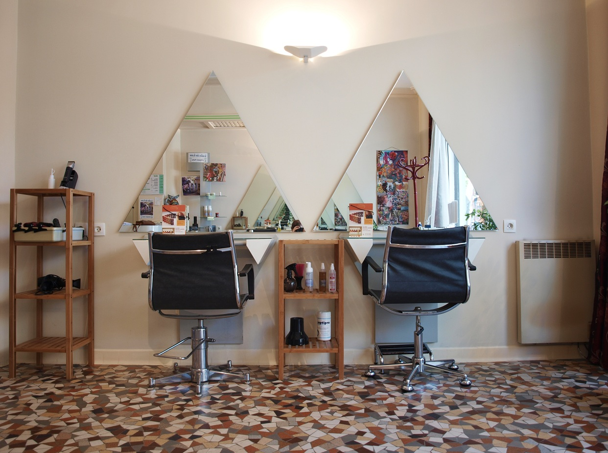 Le salon de coiffure manage 39 hair au naturel for Salons de l emploi
